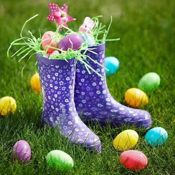 Osterdeko Garten: Stiefel mit Eier