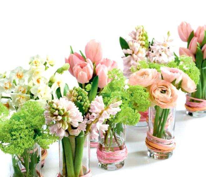 Osterdeko Garten mit schönen Frühlingsblumen