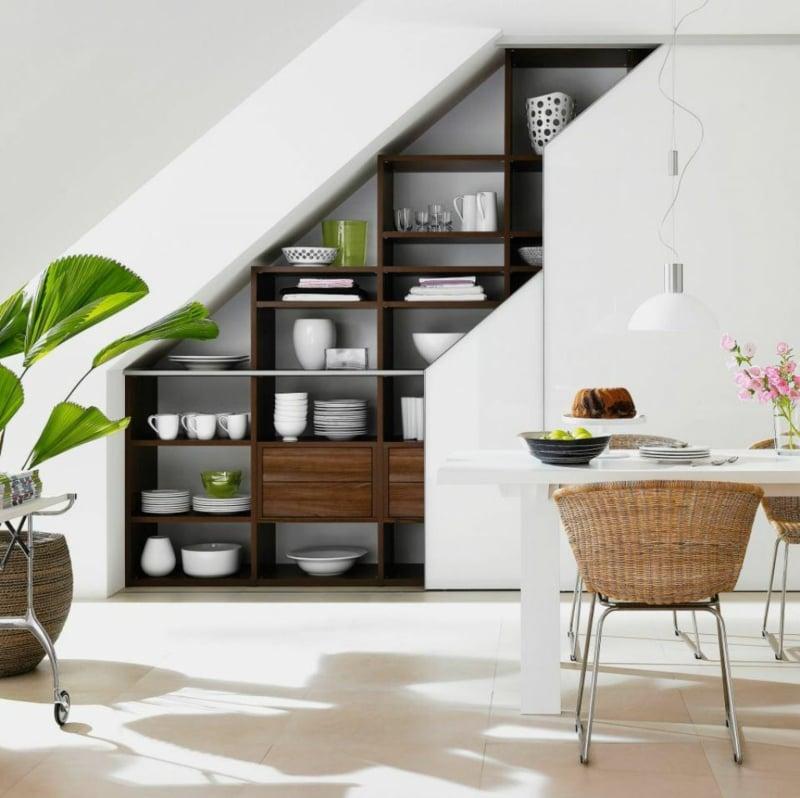 Schrank unter Treppe praktisches Küchenregal