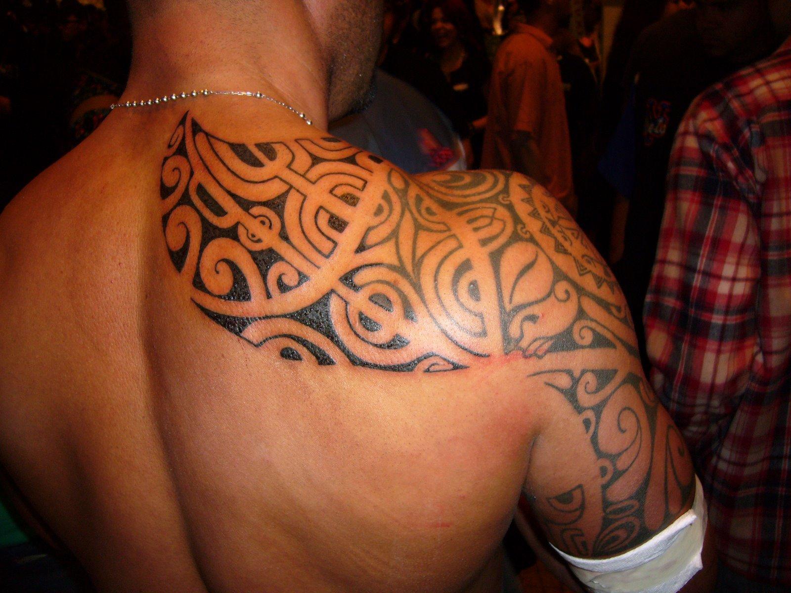 Tattoo Schulterblatt Tattoo Oberarm Mann