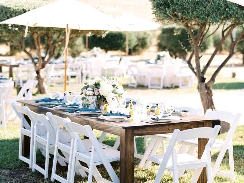 Tischdeko Frühling für in weiß mit blauen Servietten