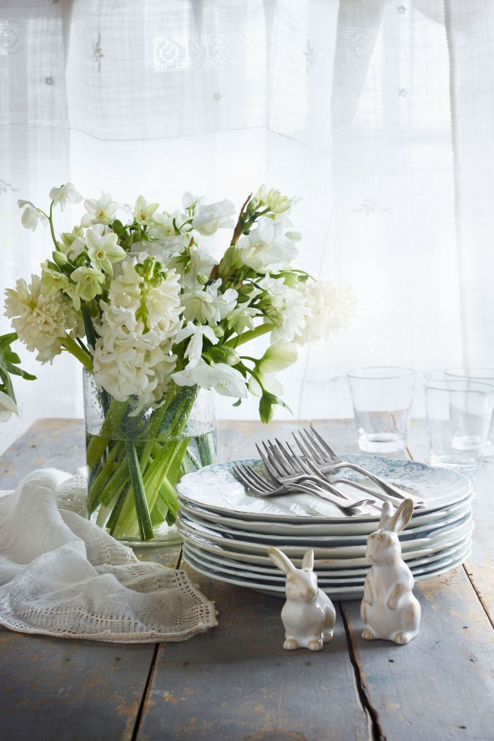 Tischdeko Frühling selbst gemacht: total weiß