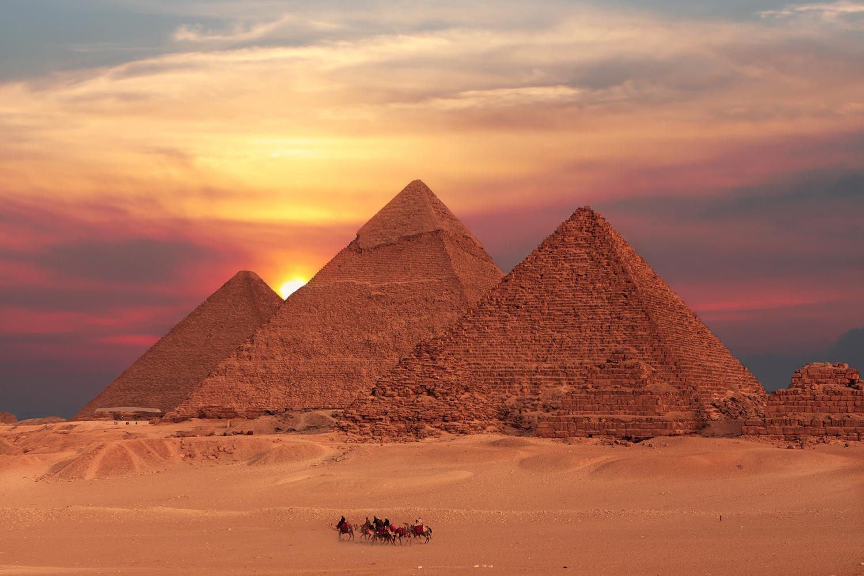 Urlaub in Ägypten: Blick über den Pyramiden