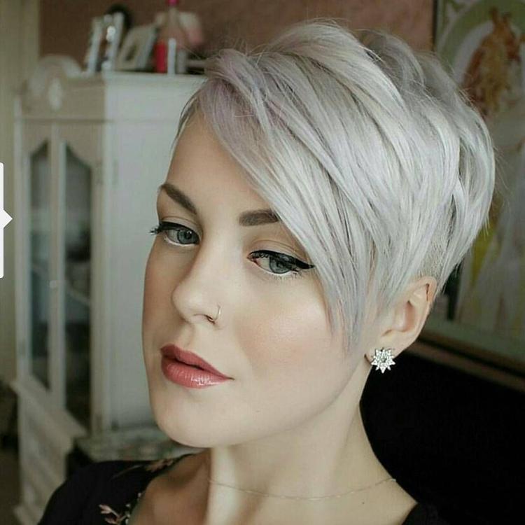 freche kurze Frisur Haarfarbe Eisblond
