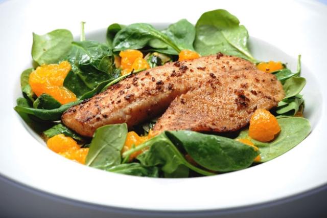 Fisch mit Ruccolasalat kohlenhydratarm