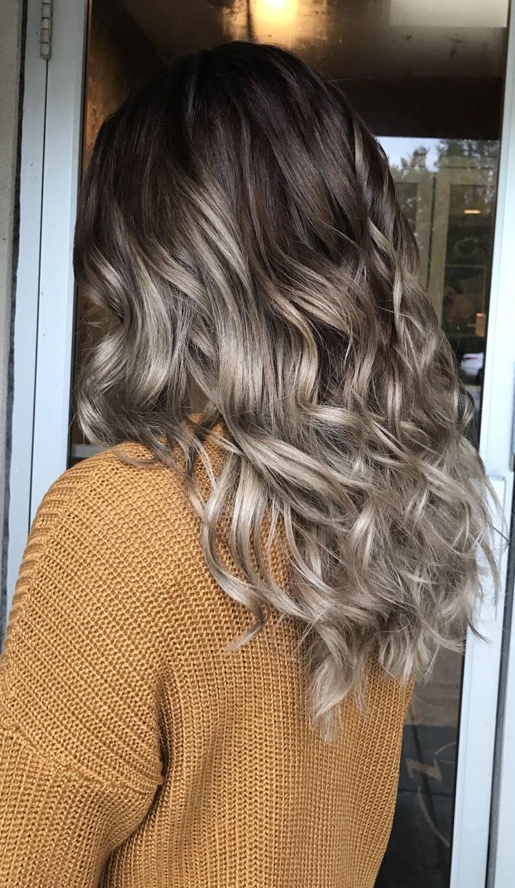 Haarfarben Trends 2019 Pilzbraun lockige Haare