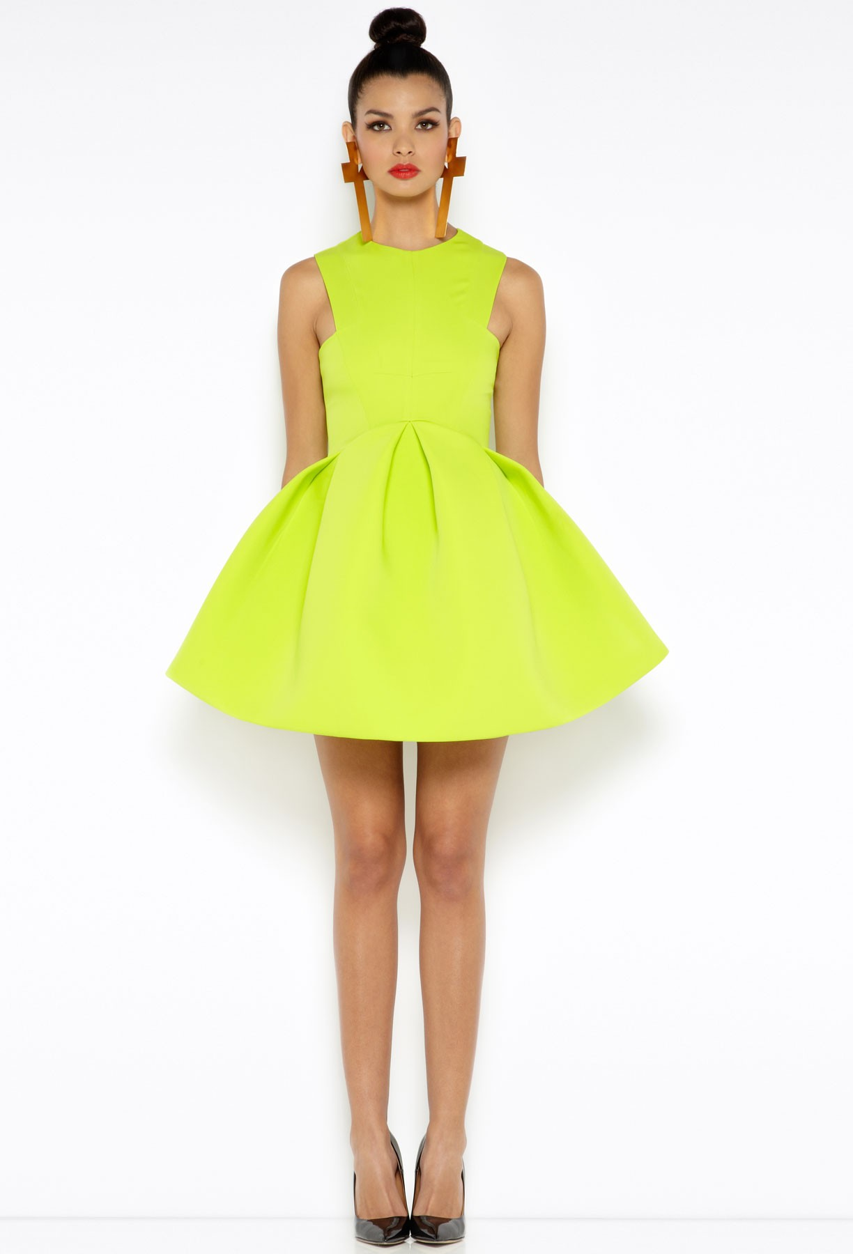Sommerkleid mit breitem Rock Neongelb