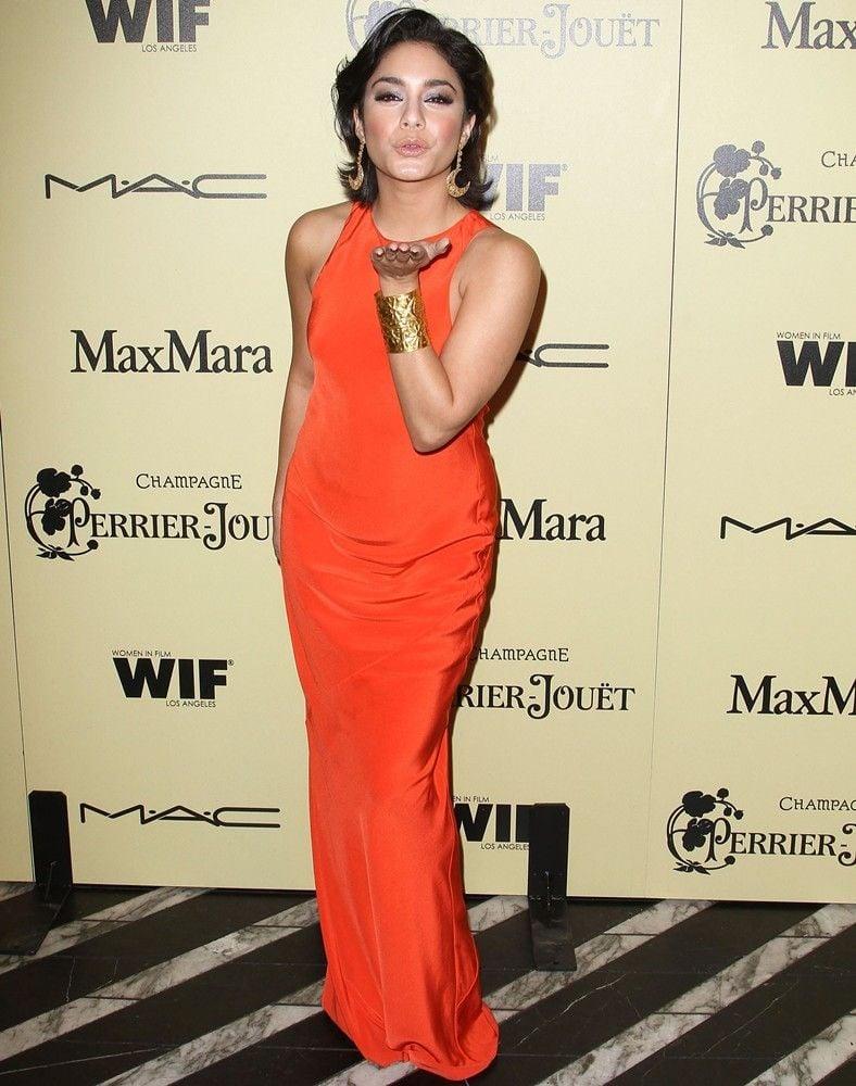 orangefarbenes Kleid Neon Vanessa Hudgens