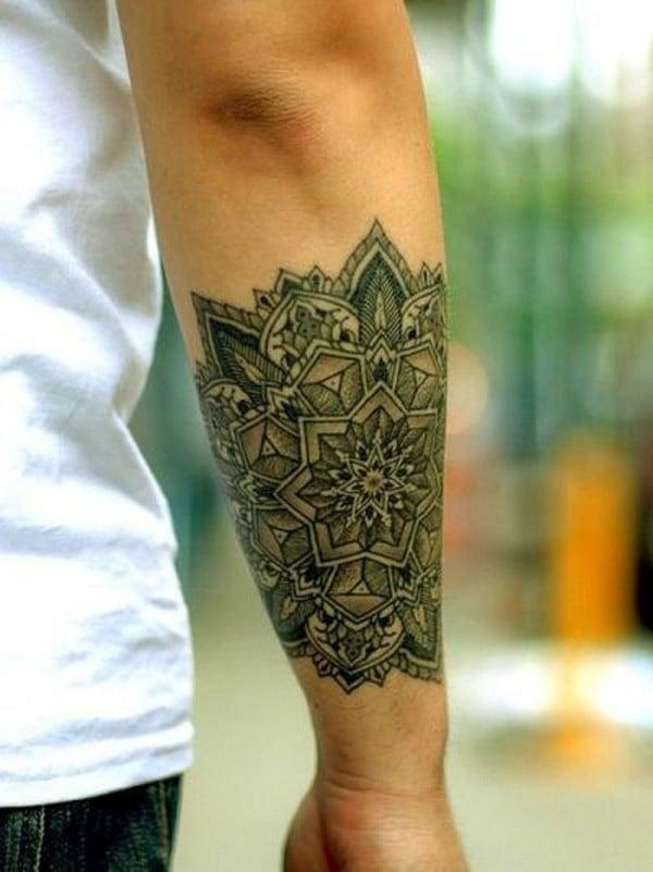 Tattoo Arm Mann eindrucksvolle Mandala