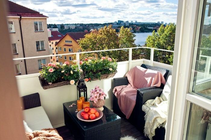 Balkon gestalten mit wenig Geld Blumentöpfe Bespannung