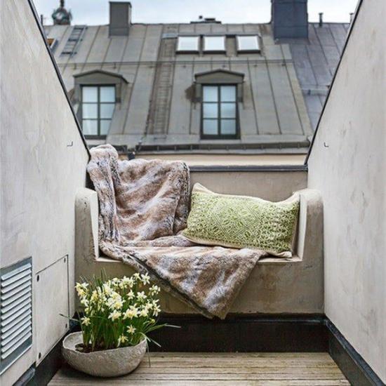 Balkon gestalten mit wenig Geld passende Möbel