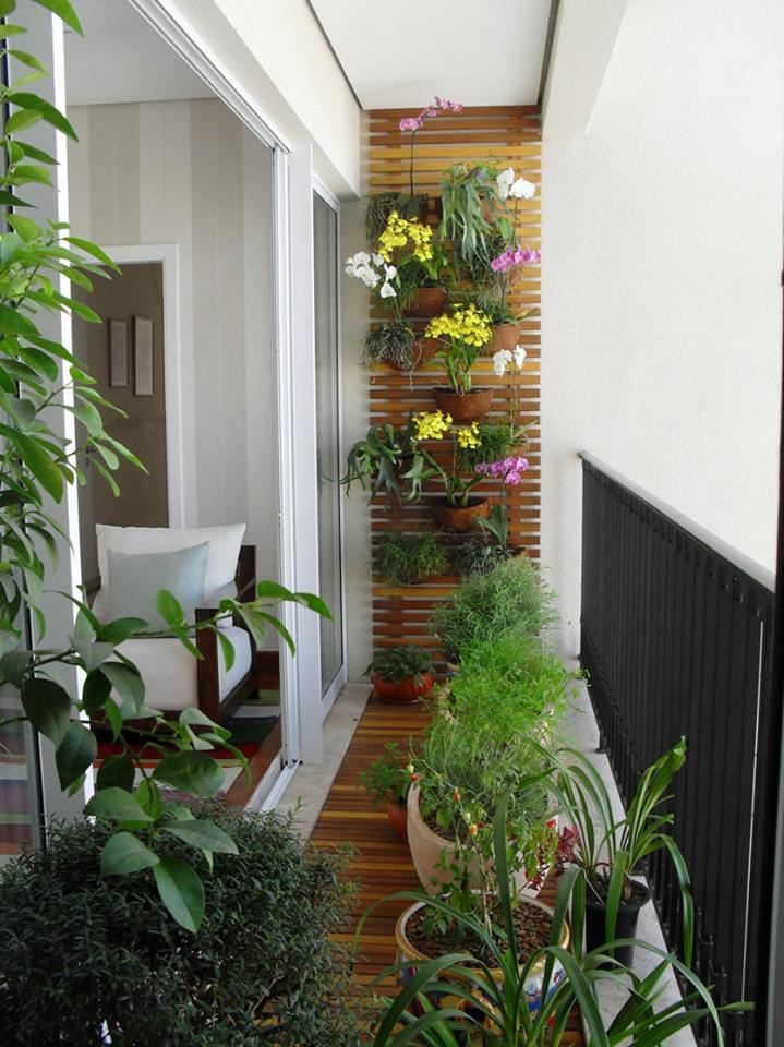 Balkon gestalten mit wenig Geld viele Pflanzen