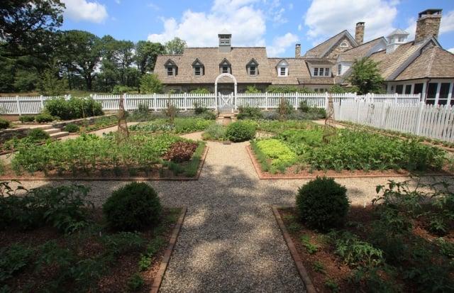 Gemüsegarten anlegen groß Bauernhaus