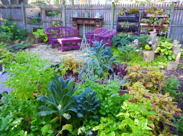 Gemüsegarten anlegen Sitzecke im Freien