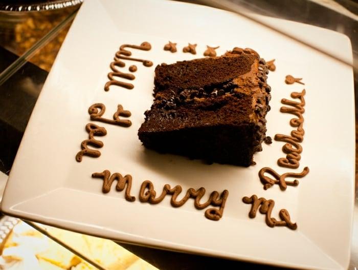 Hochzeitsantrag machen mit dem Dessert