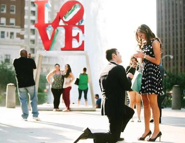 Heiratsantrag machen in der Öffentlichkeit