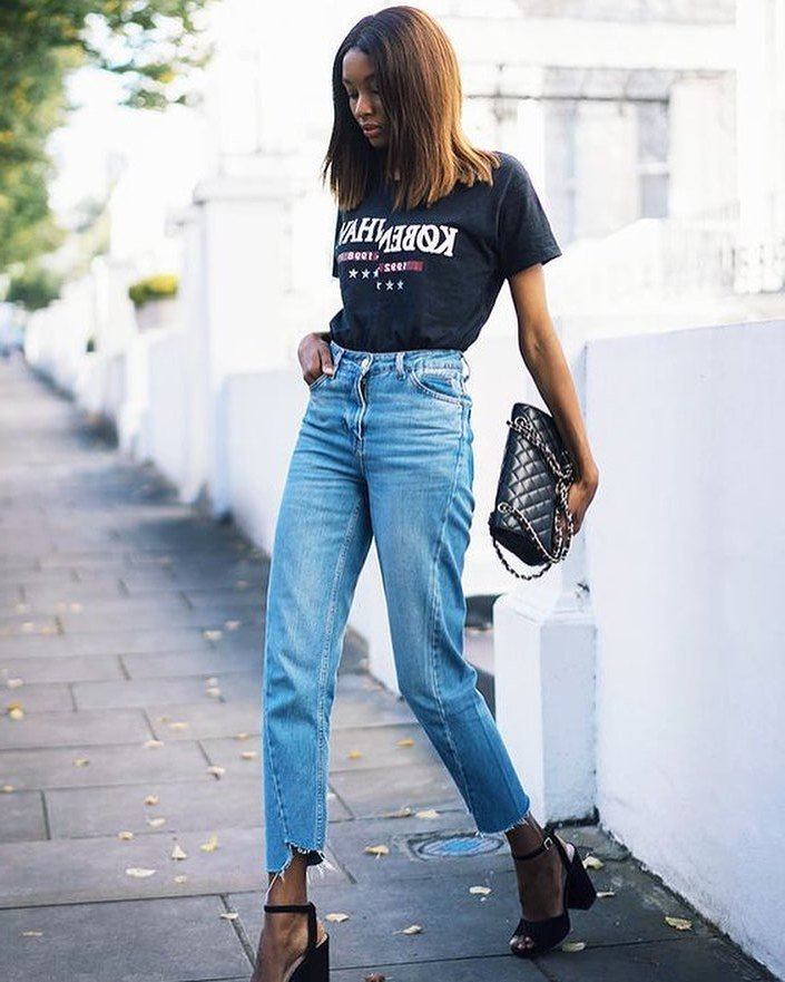 Kasual Sommer Outfit Ideen mit High Waisted Jeans mit T-Shirt
