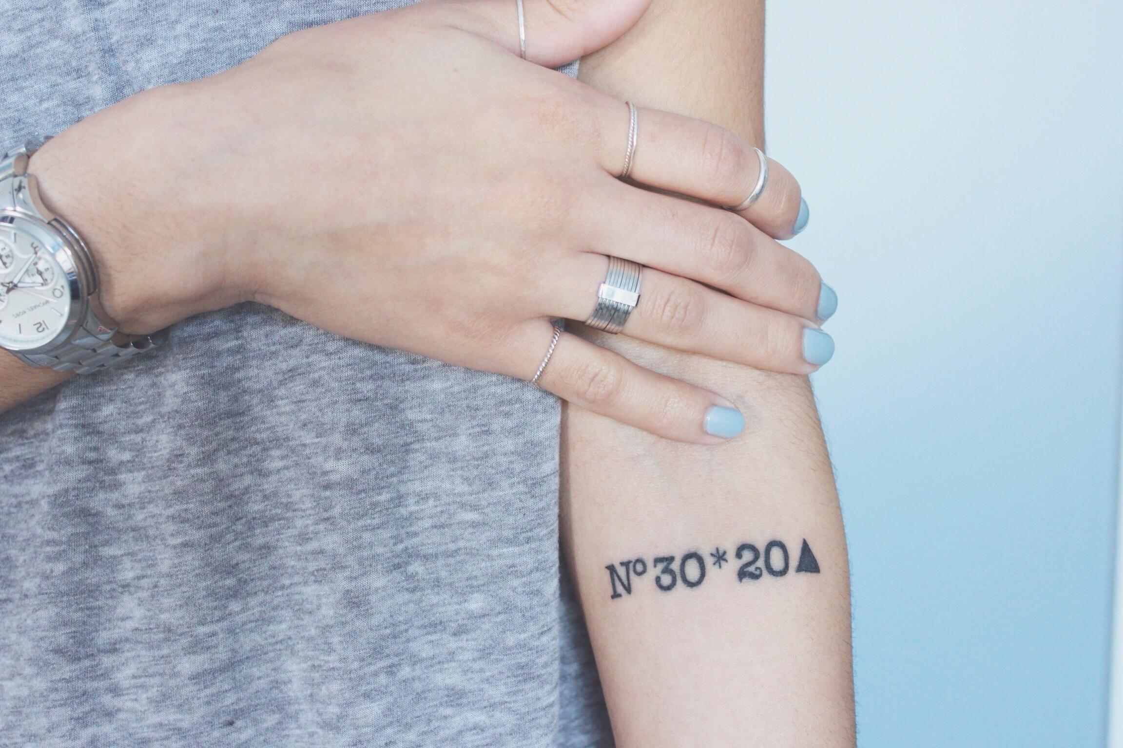 Frauen Tattoo Hand Tattoo Koordinaten Tattoo