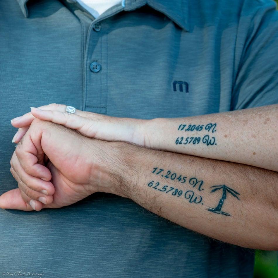 Die Erinnerungen sind immer mit einer anderen Person verbunden - Lassen Sie sich ein Partner Tattoo mit Koordinaten Tattoo Motiv stechen!