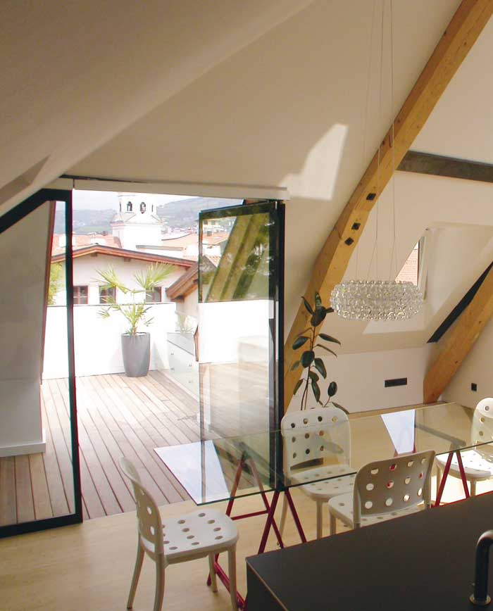 Wohnung Dachgeschoss Glasoberflächen