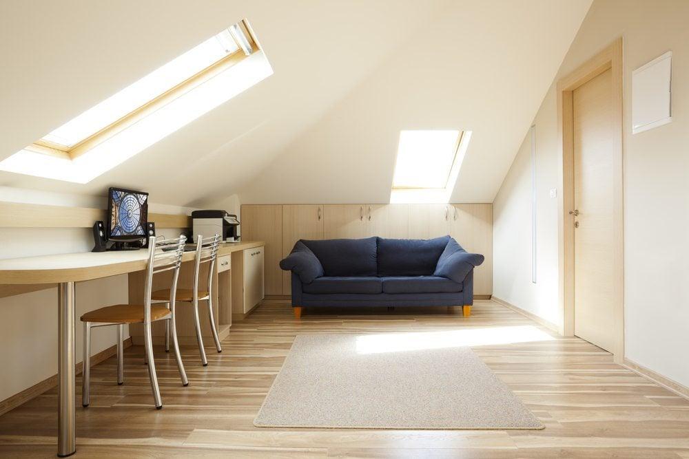 Mansarde minimalistisch Wohnzimmer