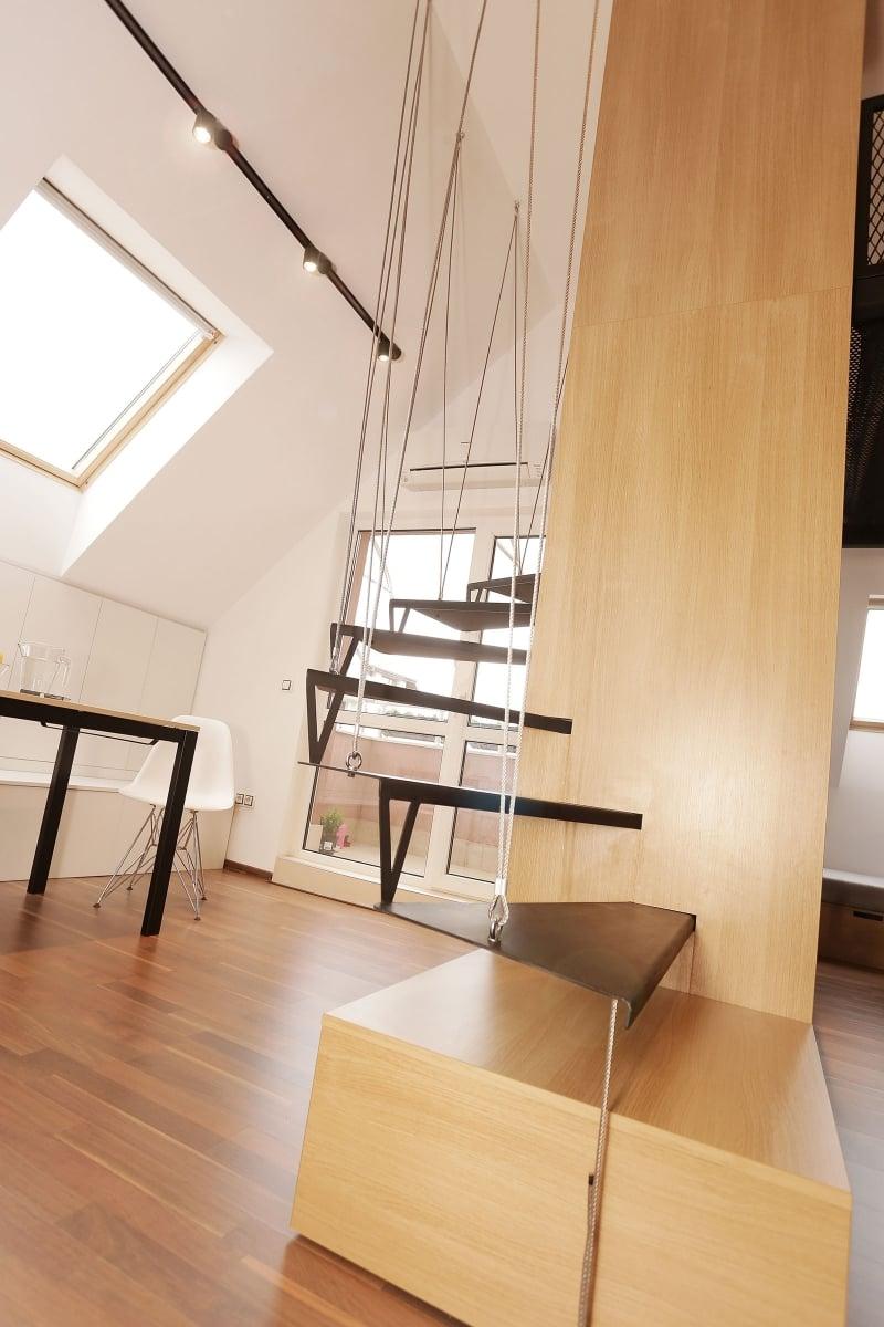 Mansarde moderne schwebende Treppe