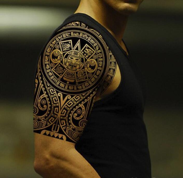 Tätowierung Schulter Oberarm Maori