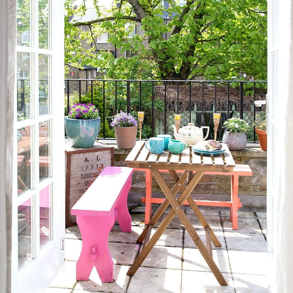 Shabby Chic Garten Patio Bereich mit bunten Farben gestalten