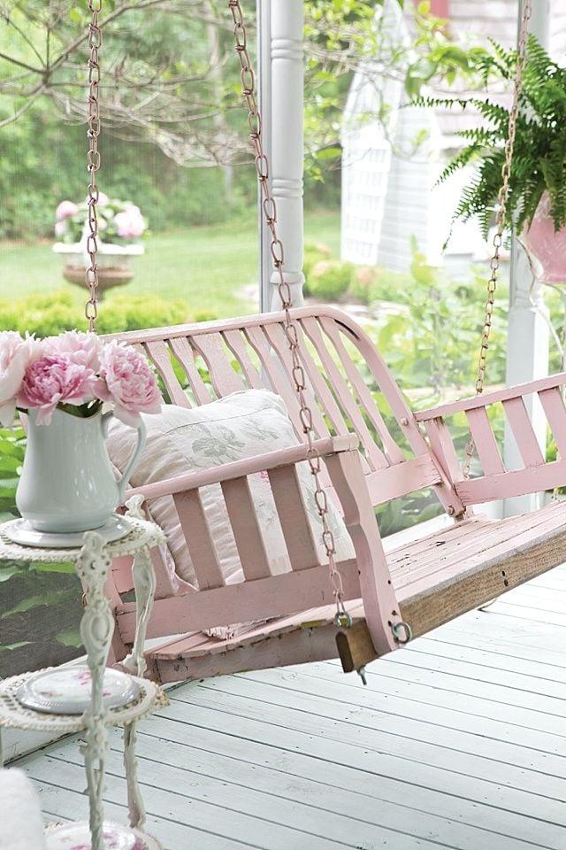 Shabby Garten gestalten in Rosa Farbe