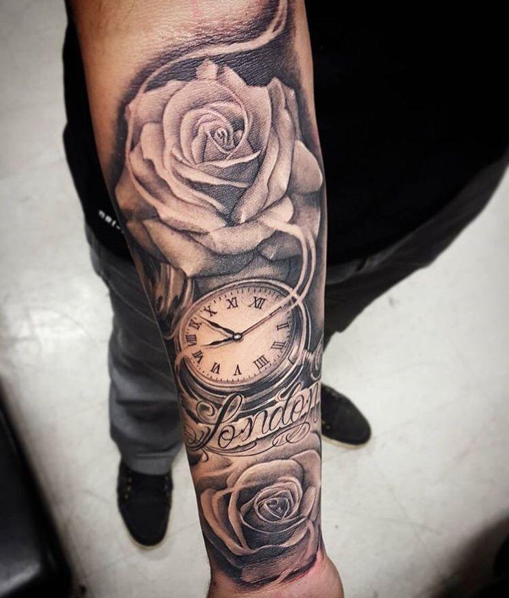 eindrucksvolle Tätowierung Uhr zwei Rosen