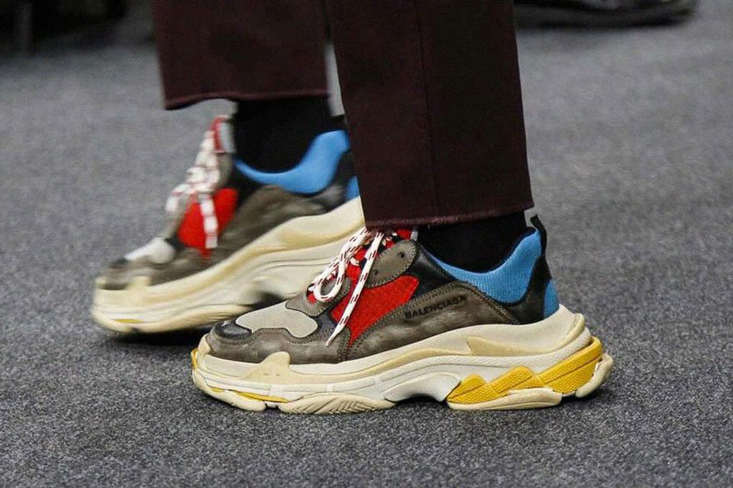 Ugly Sneaker für offizielles Outfit