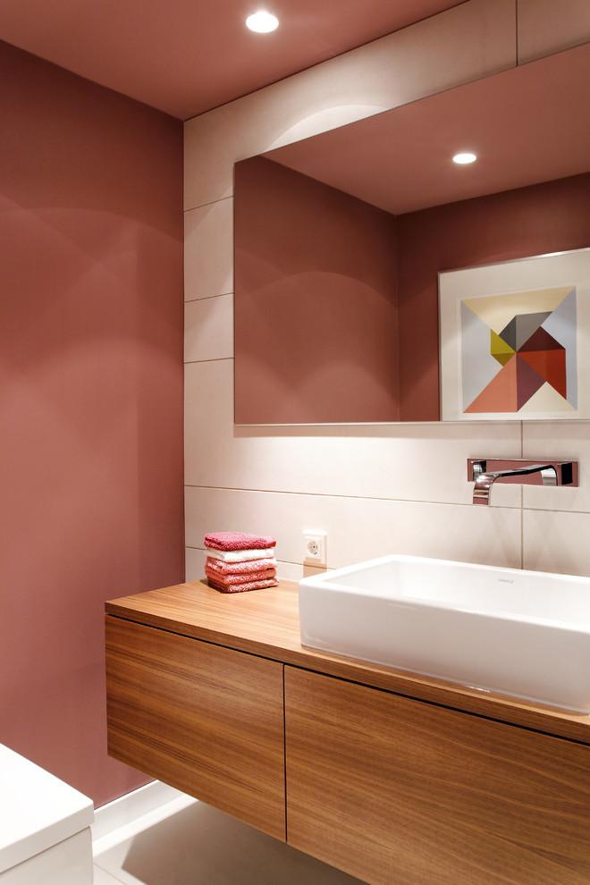 Altrosa Wandfarbe Badezimmer mit Holz kombinieren