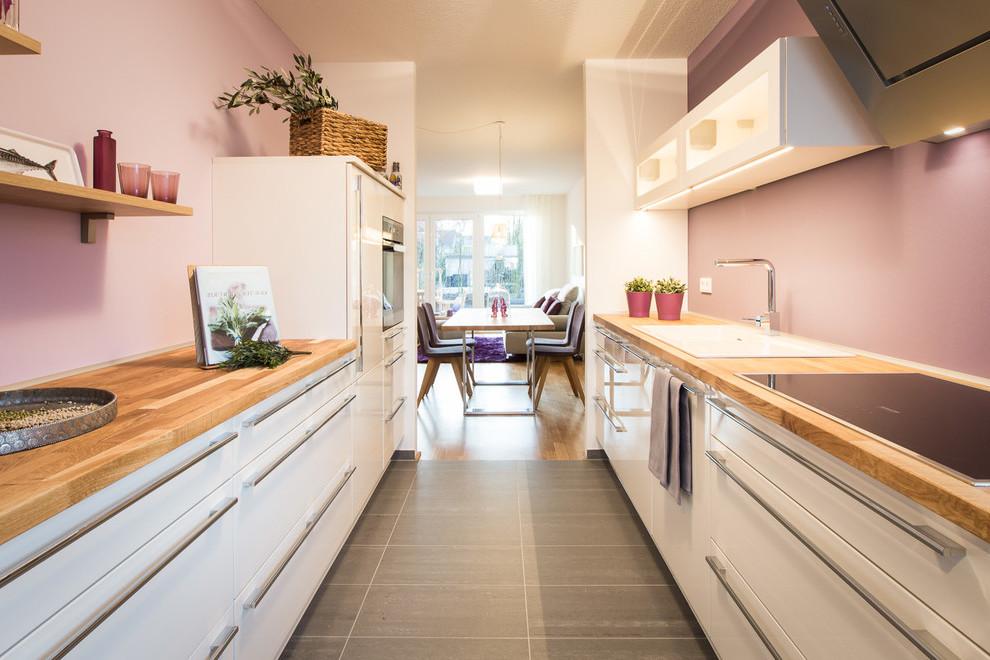 Moderne Küche gestalten mit Wandfarbe Altrosa