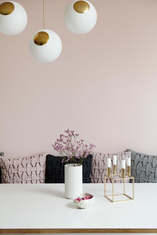 Altrosa Wandfarbe mit Deko Akzente kombinieren