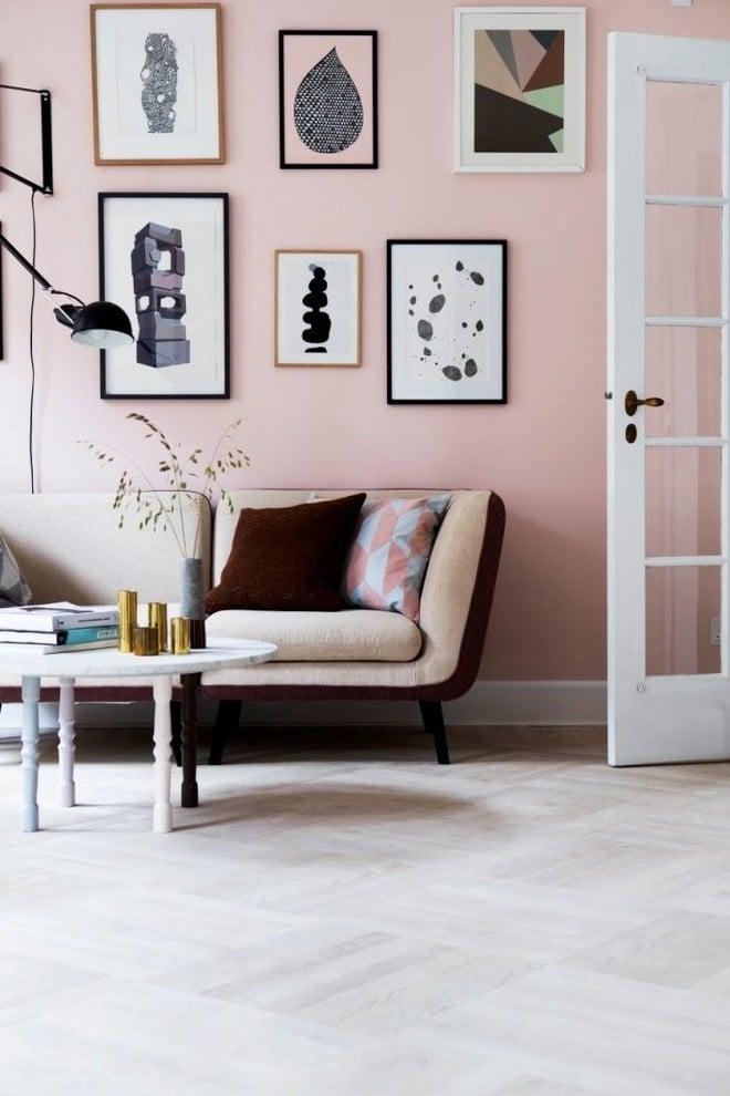 Wandfarbe Altrosa mit Bilder dekorieren