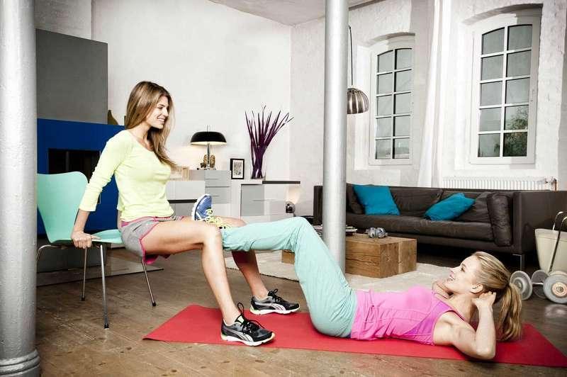 Workout für Zuhause: mit Hilfe Ihrer Freundin
