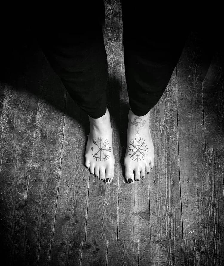Runen Tattoo Aegishjalmur Fuß