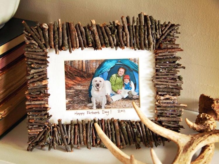 Vatertagsgeschenke basteln mit Kindern Bilderrahmen dekorieren