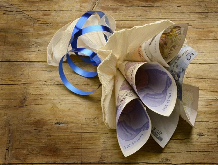 Geldscheine falten Blumenstrauß Hochzeit