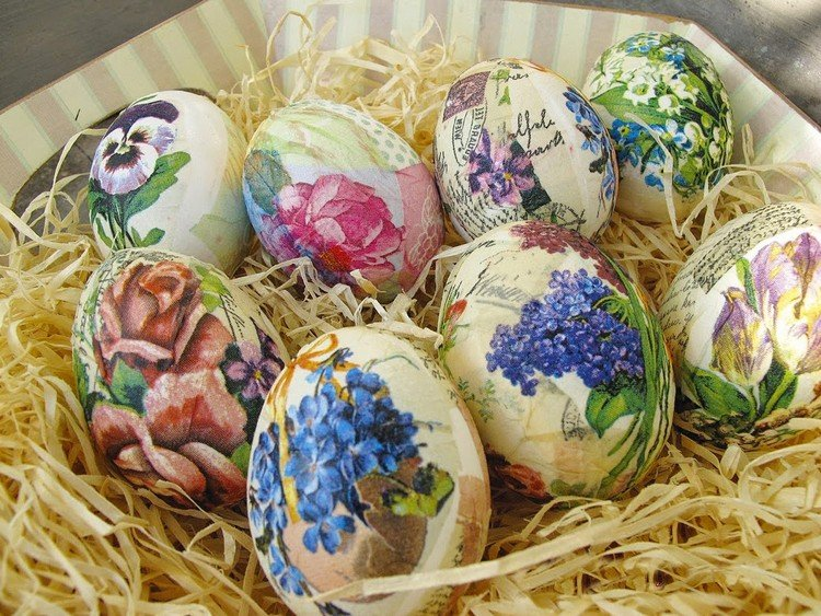 Ostereier dekorieren Servietten Klebstoff