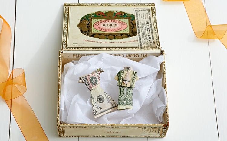 Geldscheine falten Braut Bräutigam
