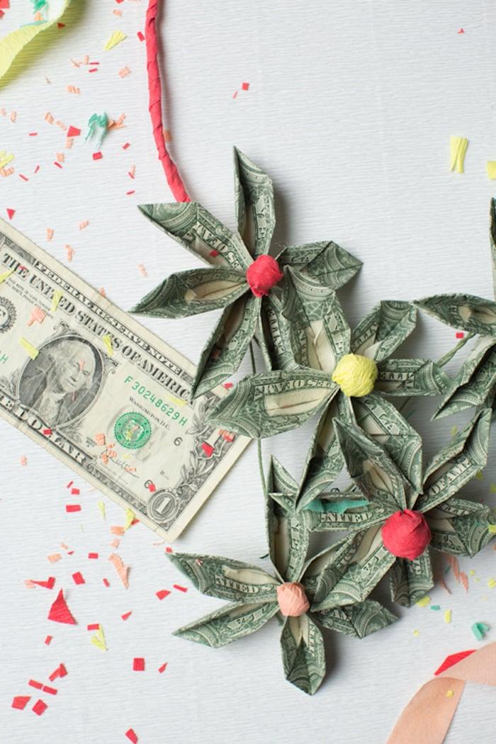 Hochzeitsgeschenke selbstgemacht Geldscheine zu Blumen falten