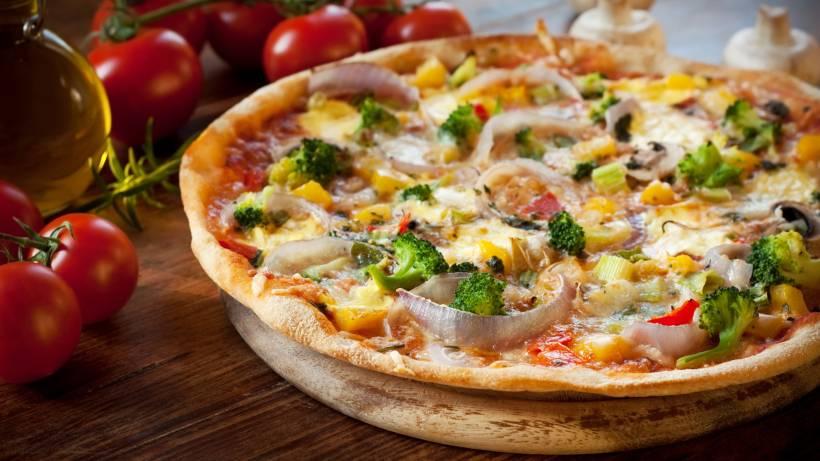 vegane Pizza mit Gemüse leichtes Rezept