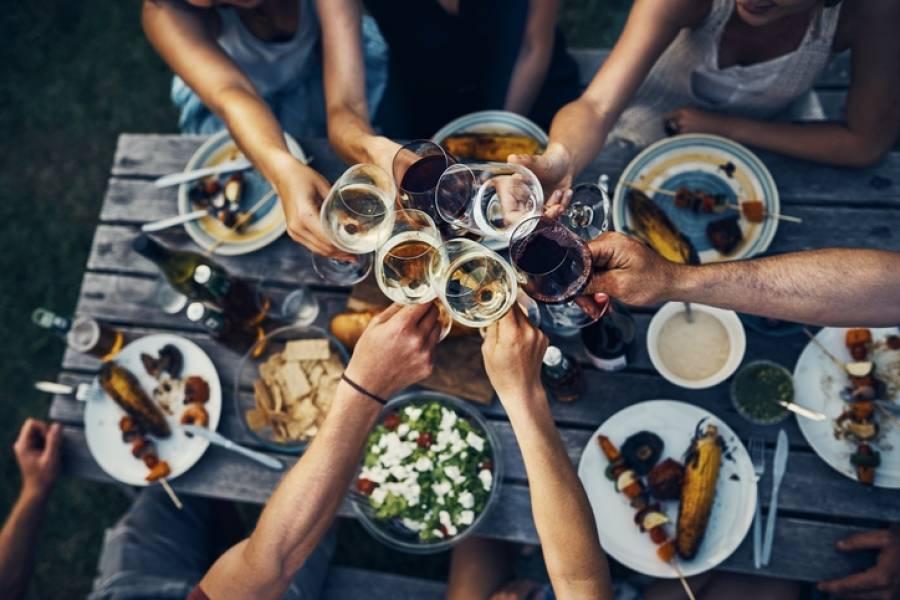 Grillparty organisieren Gästeliste erstellen