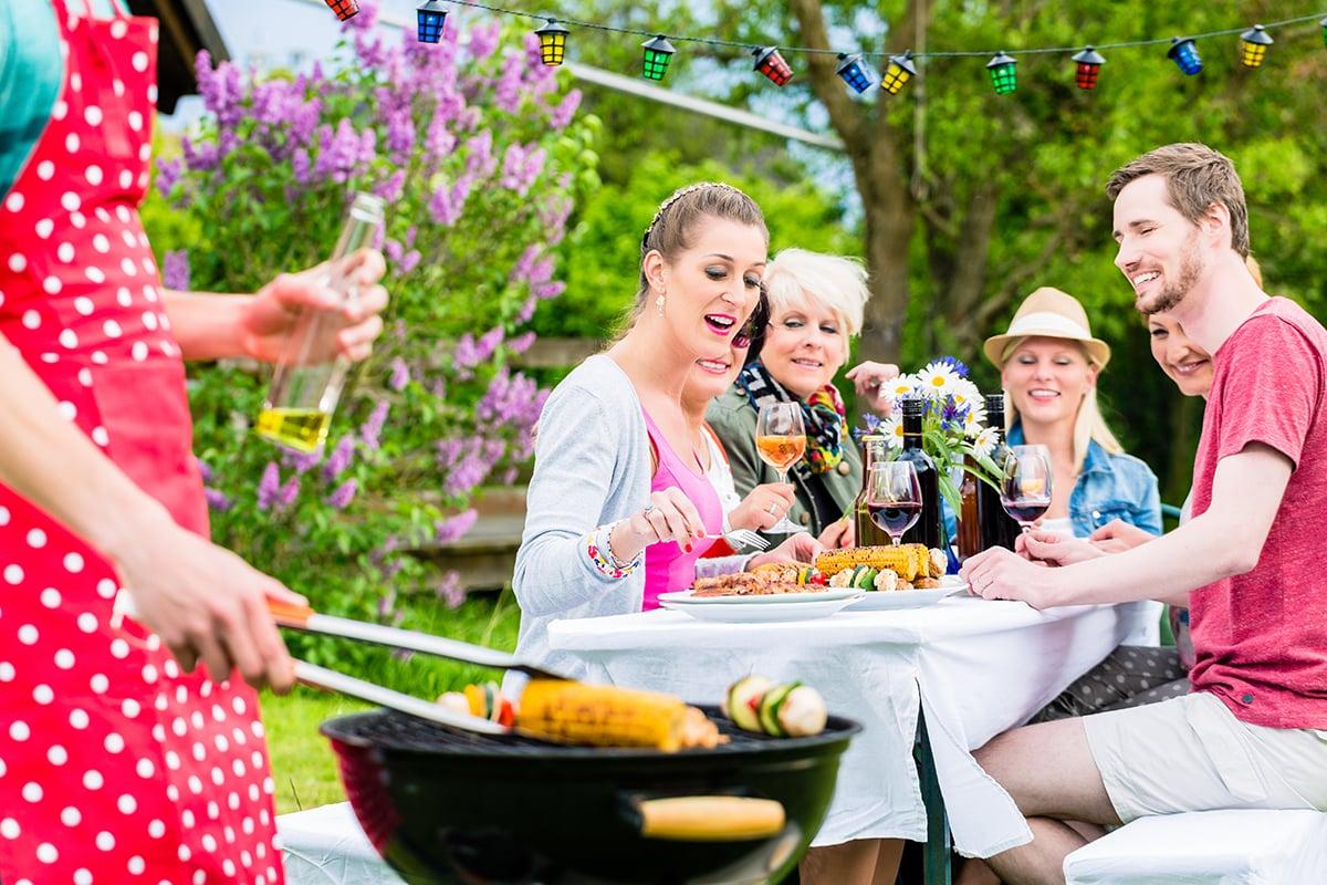 Party im Garten mit Freunden tolle Ideen