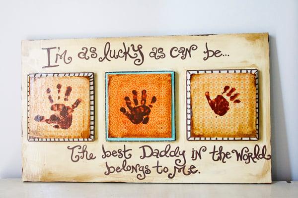 Vatertagsgeschenke basteln mit Kindern originelle Grußkarte mit Handabdrücken