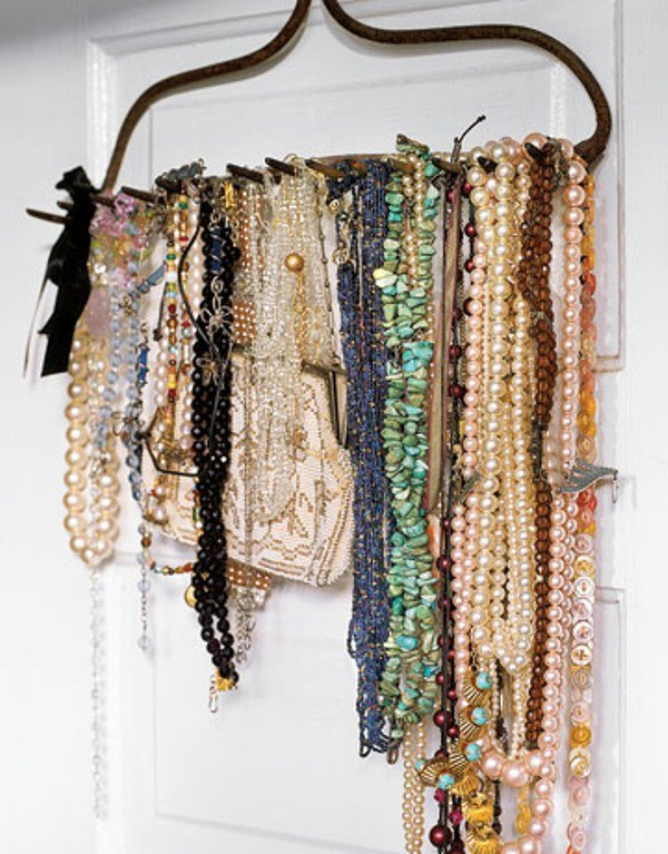 Schmuckständer aus Kleiderhacken Halsketten