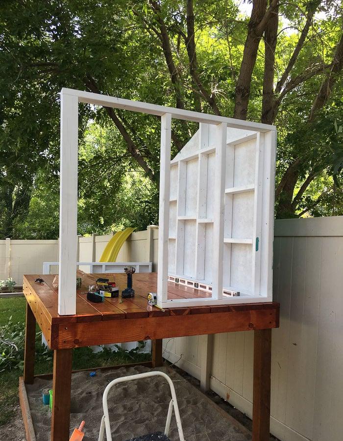 Gartenspielhaus Wände montieren praktische Tipps