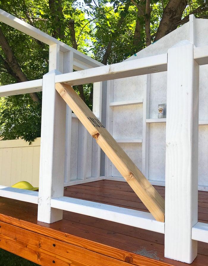 Geländer machen aus Holzbretter