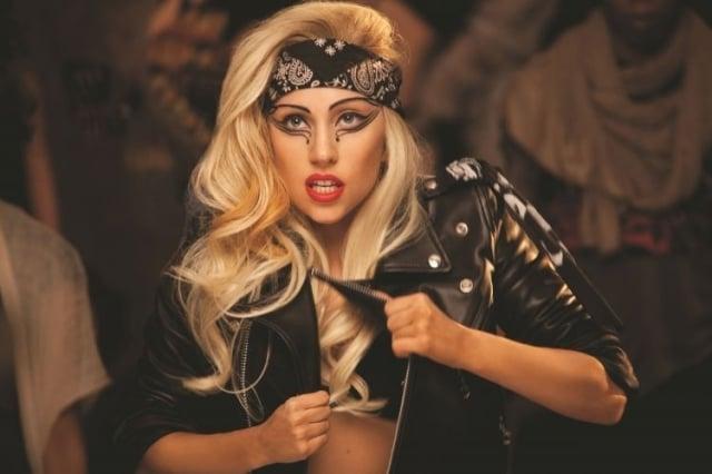 Frisur mit Kopftuch Lady Gaga